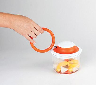 קוצץ מזון ידני חברת boon (צילום: אירית ניר)