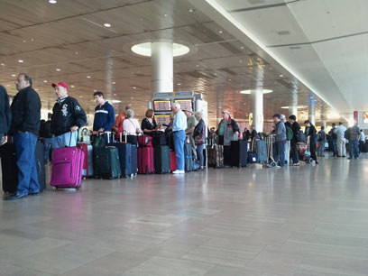 Long lines at Ben Gurion Airport (Photo: Eli Elgarat)
