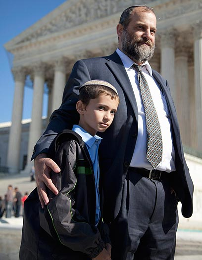 Menachem Zivotofsky and his father at the Supreme Court (Photo: AP)