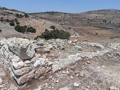 יוספוס ביצר את העיר. שרידי החומה בתל יודפת (צילום: זיו ריינשטיין)