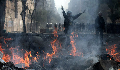 Police, protesters clash in Cairo (Photo: AFP)