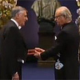 Shechtman receives award Photo: Reuters