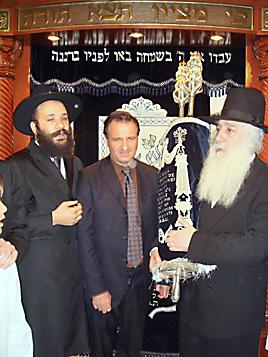 ז'ילבר בן-חמו עם הרב דוד פינטו והרב שי עמר ()