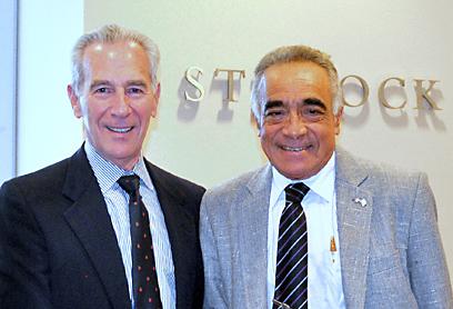 רענן גיסין במשרדי חברת הנד״לן של רון קריס - נשיא הק״קל במיאמי ()