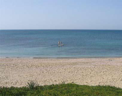 חוף הים בפלמחים (צילום: יריב נח    )