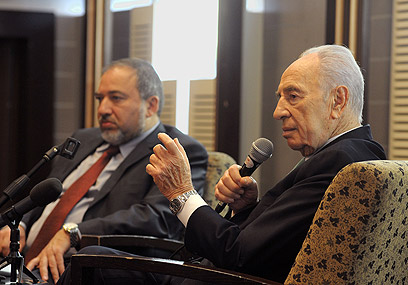 Peres addresses Israeli ambassadors (Photo: Moshe Milner, GPO)