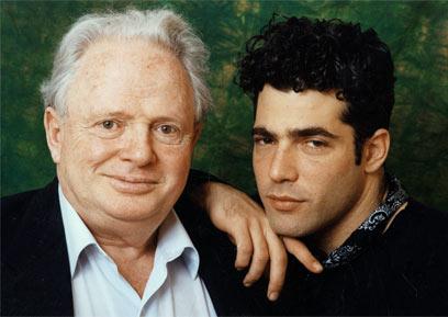 """יאיר לפיד עם אביו, מנהיג """"שינוי"""" המנוח טומי לפיד (צילום: ליהיא לפיד)"""