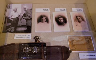 המצלמה של סוסקין מאחורי הזכוכית (צילום: יניב ברמן)