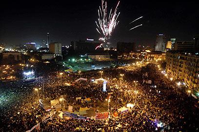 מפגינים במצרים מציינים שנה למהפיכה (צילום: EPA)