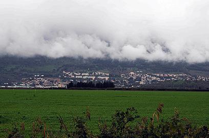 זהו לא עשן קרבות, אלא ערפל בקריית-שמונה (צילום: אביהו שפירא )
