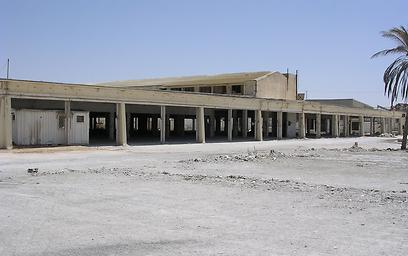 """פוטנציאל לנדל""""ן מסחרי. חורבות מפעל הטקסטיל (צילום: פרץ בוני הנגב)"""