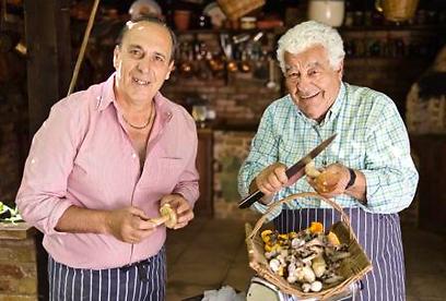 """""""שני איטלקים חמדנים"""". לא תראו אותם מכינים קיש (צילום: באדיבות ערוץ הטיולים)"""