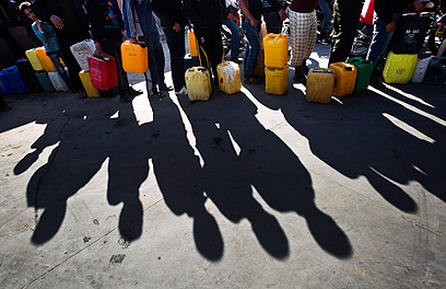Distributing fuel in Gaza (Photo: EPA)