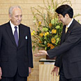 Peres meets Abe in Tokyo Photo: Reuters