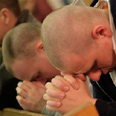 Studens praying at Virginia Tech after massacre Photo: AP, the Roanoke Times, Sam Dean