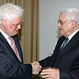 Williams (L) with Abbas in Gaza Photo: AFP