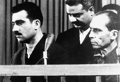 Eli Cohen (left) during his trial (Photo: AFP)