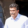 Defense Minister Peretz Photo: Aviyahu Shapira
