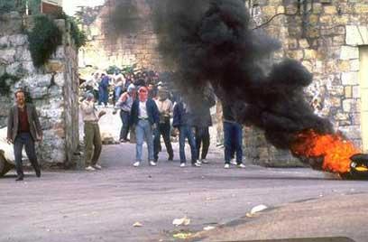 Palestinians riot in Ramallah in first intifada (Photo: GPO)