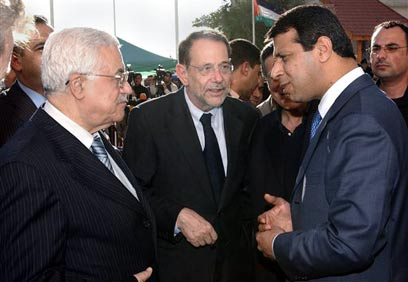 Mohammed Dahlan, Javier Solana and President Mahmoud Abbas (Photo: AP) (Photo: AP)