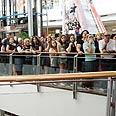 Queue outside H&M store in Tel Aviv, Thursday Photo: Yoni Reif