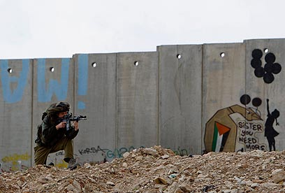 West Bank barrier (archives) (Photo: Reuters)
