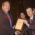 Rabbi Eckstein receives award from Herzog Photo: Bosmat Ivi, Welfare Ministry