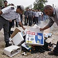 Burning settlement goods (archive) Photo: AFP