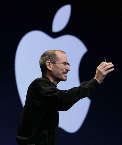 ג'ובס המנוח מציג את האייפון 4 (צילום: AFP)