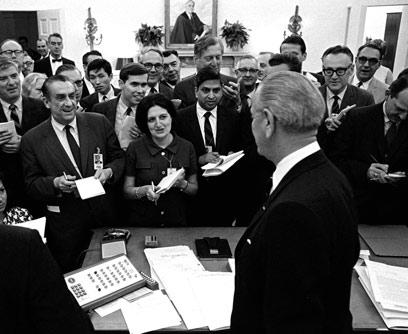 1968: עם הנשיא לינדון ג'ונסון  (צילום: רויטרס)