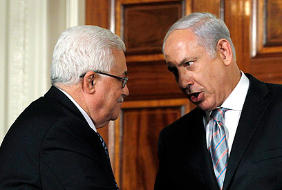 Prime Minister Benjamin Netanyahu with Palestinian President Abbas (Photo: Reuters)