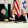 Netanyahu (L), Clinton, Abbas Photo: AP