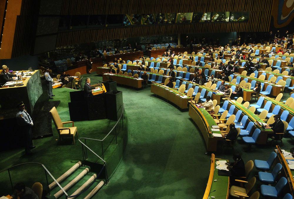 """"""" לא יישא גוי אל גוי חרב, ולא יִלמדו עוד מלחמה"""". בניין האו""""ם (צילום: AFP)"""