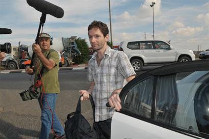 אורי בלאו מגיע לחקירה במשטרה (צילום: ירון ברנר)