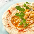 Hungarians wolf down huge plate of hummus (illustration) Photo: Yaron Brener