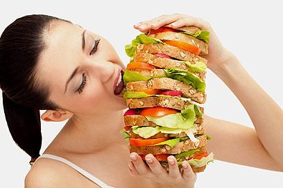 פריסת המזון למספר ארוחות מובילה לשימור תחושת השובע (צילום: shutterstock)