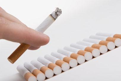 מעשנים טוענים כי טעם הסיגריה המגולגלת פחות טעים (צילום: shutterstock)