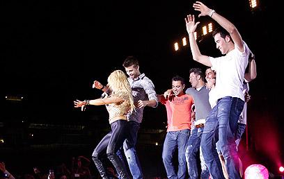 שאקירה חוגגת עם פיקה את חגיגות הטרבל בעונה שעברה (צילום: רויטרס)