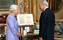 Greeting the Queen Photo: AFP