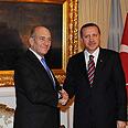 Olmert greeted by Erdogan Photo: Amos Ben-Gershom, GPO