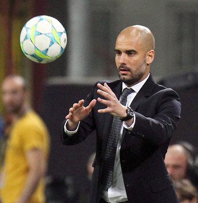 """""""העיקר שגם הכדורגל שלו בבאיירן יהיה מנצח"""". גווארדיולה (צילום: EPA)"""