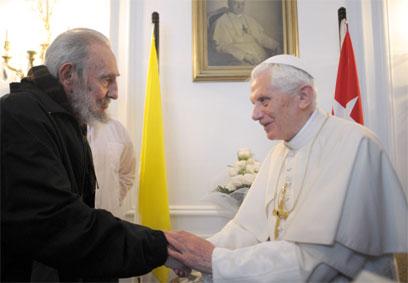 הפעם האחרונה בה נראה קסטרו בפומבי עם האפיפיור בנדיקטוס ה-16 (צילום: AP)
