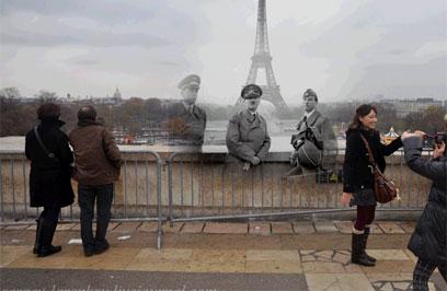 היטלר במגדל אייפל, פריז 1940 ()
