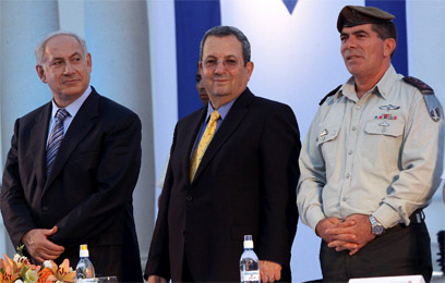 Netanyahu, Barak and Ashkenazi (Photo:Haim Zach)