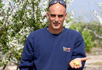 העובד הישראלי הנוסף: אבא שלי. גיא טל (צילום: רועי עידן)