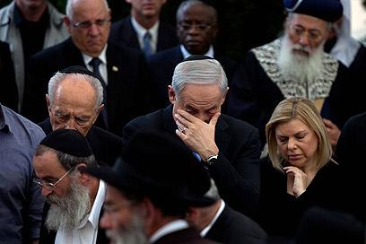 Netanyahu and wife Sara during funeral (Photo: Ohad Zwigenberg)