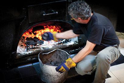 כל הבשרים נצלים שם. תנור פחמים בסגנון אלבמה (צילום: אייל טואג)