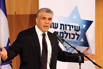 Lapid addresses supporters (Photo: Ofer Amram)