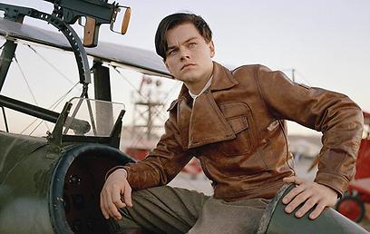 """לאונרדו דיקפריו כיוז ב""""הטייס"""" של סקורסזה. גם הוא היה מועמד לתפקיד איירון-מן ()"""