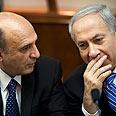 Netanyahu and Shaul Mofaz in cabinet meeting Photo: AP